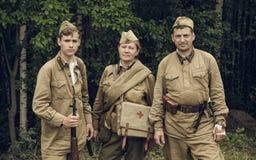 电烫,俄罗斯- 2016年7月30日:二战,夏天的历史再制定1942年 苏联的战士 库存图片