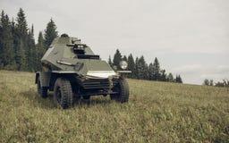 电烫,俄罗斯- 2016年7月30日:二战,夏天的历史再制定1942年 苏联防弹车 免版税库存图片