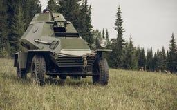 电烫,俄罗斯- 2016年7月30日:二战,夏天的历史再制定1942年 苏联防弹车 库存照片