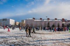 电烫,俄罗斯- 2016年3月13日:在广场的冬天都市风景 免版税库存图片