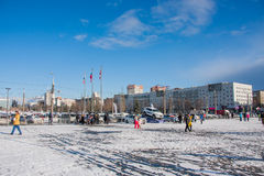电烫,俄罗斯- 2016年3月13日:在广场的冬天都市风景 库存照片