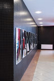 电烫,俄罗斯- 2013年6月13日:在购物中心Colisseum的游艺集市镜子 库存照片