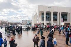 电烫,俄罗斯- 2016年3月13日:正方形的很多人民 免版税库存照片