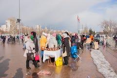 电烫,俄罗斯- 2016年3月13日:正方形的很多人民 图库摄影