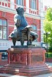 电烫,俄罗斯- 2013年6月11日:篡改费奥多尔圣杯的纪念碑 库存图片