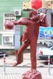 电烫,俄罗斯- 2013年7月18日:都市雕塑早晨好先生波波夫 免版税库存照片