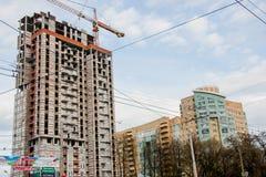 电烫,俄罗斯- 5月09 2016年:一个现代房子的建筑 库存图片