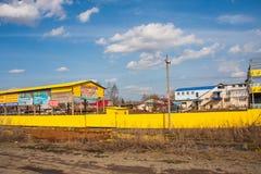 电烫,俄罗斯- 4月16,2016 :一排工厂厂房的建筑 库存照片