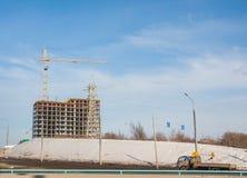 电烫,俄罗斯- 3月31 2016年:一新的现代apa的建筑 免版税图库摄影