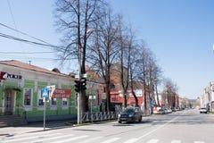 电烫,俄罗斯- 4月30 2016年:与交通的都市风景 图库摄影