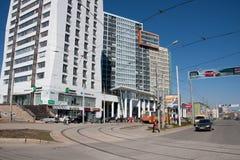 电烫,俄罗斯- 4月30 2016年:与现代房子的城市风景 免版税库存照片