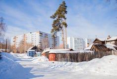 电烫,俄罗斯- 3月11 2017年:与老和新的冬天风景 免版税图库摄影