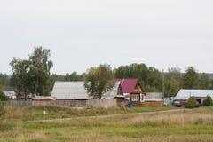 电烫,俄罗斯- 9月02 2016年:农村夏天风景 免版税库存照片