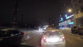 电烫,俄罗斯- 1月29 2017年:在城市街道上的交通 股票视频