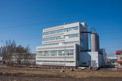 电烫,俄罗斯- 4月16 2016年:新的现代工厂厂房 免版税库存图片