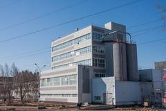 电烫,俄罗斯- 4月16 2016年:新的现代工厂厂房 库存照片