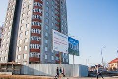 电烫,俄罗斯- 3月31 2016年:新的现代apar的建筑 库存图片