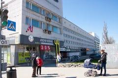 电烫,俄罗斯- 4月30 2016年:旅馆和商店大厦  图库摄影