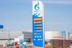 电烫,俄罗斯- 4月16,2016 :汽油和柴油fu的价格 库存照片