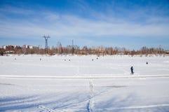 电烫,俄罗斯- 3月11 2017年:渔夫抓住鱼 库存照片