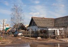 电烫,俄罗斯- 4月16,2016 :老私有房子 库存图片