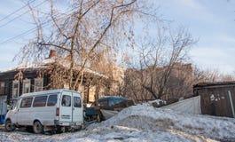 电烫,俄罗斯- 3月31 2016年:老被破坏的木房子 免版税图库摄影