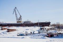 电烫,俄罗斯- 3月11 2017年:造船厂在死水河 免版税图库摄影