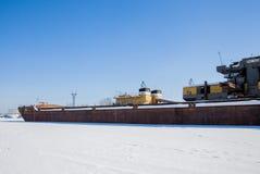 电烫,俄罗斯- 3月11 2017年:造船厂在死水河 图库摄影