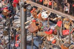 电烫,俄罗斯- 3月31,2016 :金属生锈的锁新marri 库存图片
