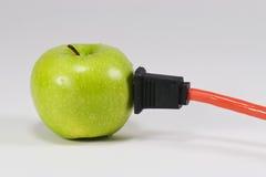电的苹果 库存照片