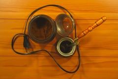 电磨咖啡器和咖啡煮沸容器 库存照片