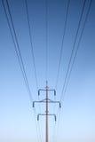 电线对称的帆柱 库存图片