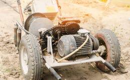 电绞盘或耕地机农业劳动,种田,耕种、工农业、链机制和齿轮的 库存图片