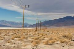 电缆在沙漠 库存照片