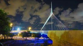 电缆坚持的桥梁在晚上 免版税图库摄影