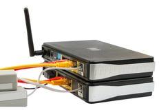 电缆无线网络连接的路由器 免版税图库摄影