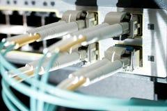 电缆连接了光纤切换 库存照片