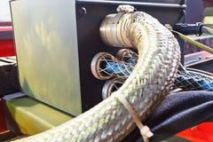 电编织缆绳的钳位连接 库存照片
