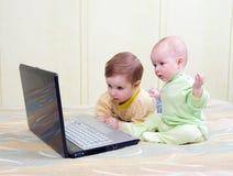 电脑游戏孩子使用 库存图片