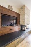 电视和壁炉在典雅的屋子里 库存照片