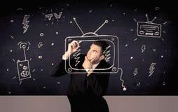 画电视和收音机的愉快的商人 免版税库存照片