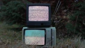 电视在草的没有信号 影视素材