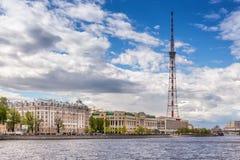 电视塔和商业中心` Kantemirovsky `和`卢克石油`在Aptekarskaya堤防,圣彼德堡 库存图片