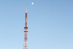 电视塔和月亮 免版税库存照片
