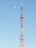 电视塔和月亮 免版税图库摄影