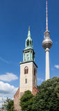 电视塔柏林Marienkirche教会 免版税库存图片