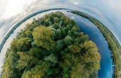 电视塔球形行星 桥梁和房子在里加市,拉脱维亚360 VR虚拟现实的,全景寄生虫图片 免版税库存照片
