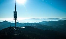 电视塔看法在巴塞罗那在蓝色山背景中  图库摄影