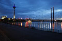 电视塔Rheinturm在杜塞尔多夫 图库摄影