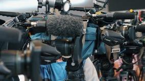 电视广播照相机行  股票视频